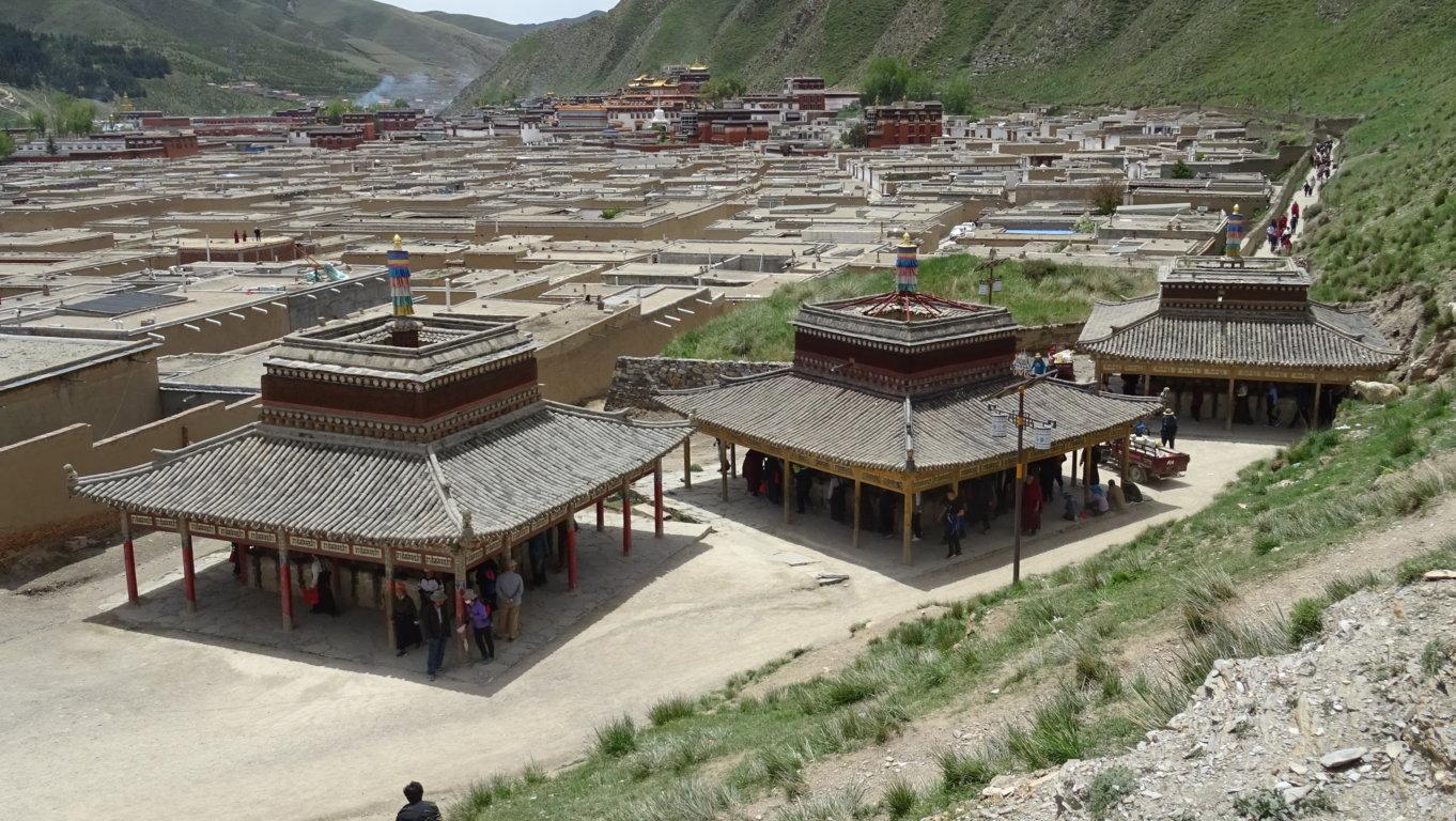 Attroupement monastère 4