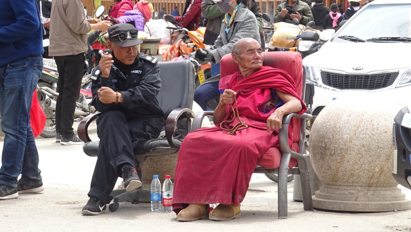 Attroupement monastère 7